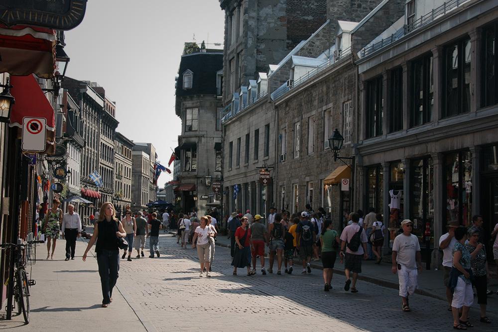 marche-dans-le-vieux-montreal.jpg